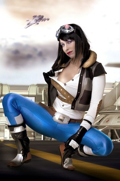 sandy_bell_in_her_all_latex_and_leather_costume